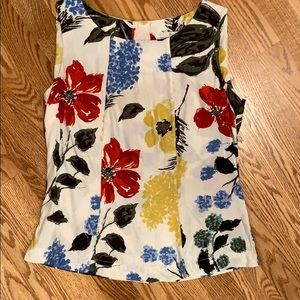 Boden sleeveless floral top.Beautiful back buttons